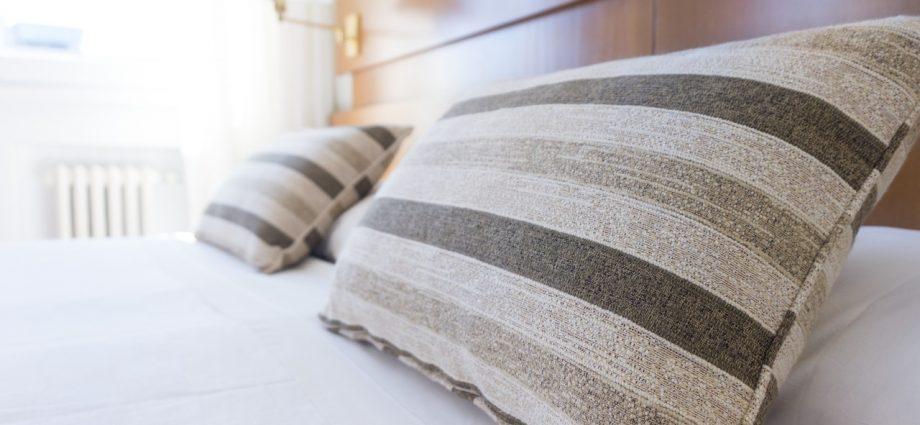 Urządzamy sypialnię: na jakie dodatki postawić?